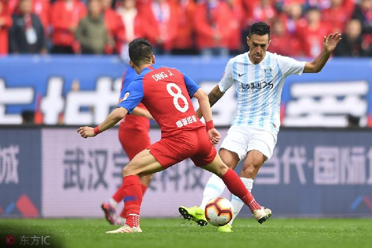 国际足球新规则:攻方的无意手球也算犯规,点球踢丢后不能补射