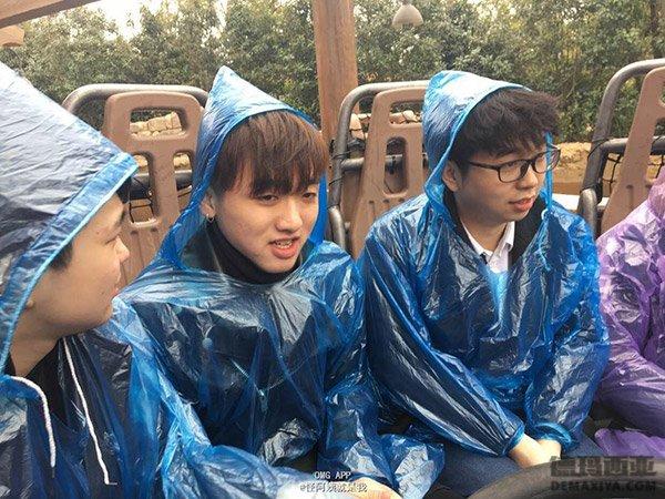 小马哥竟然笑了 LOL战队OMG下雨天迪士尼团建